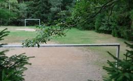 Tréninkové fotbalové hřiště v areálu