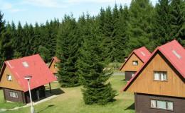 Pohled na zděné chaty RS Naděje