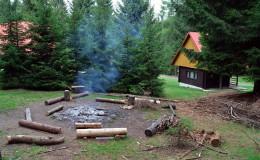 ohniště v areálu